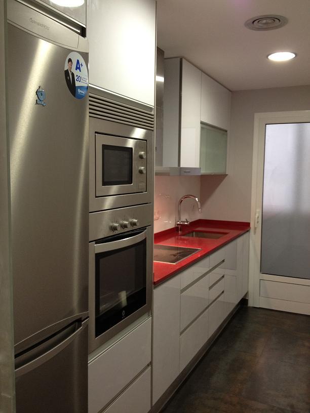 Hacer muebles con palets reformas barcelona for Cuanto cuesta una cocina integral pequena