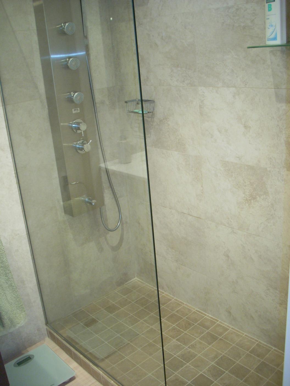 plato-ducha-2-reforma-bano-carrer-acacias.jpg