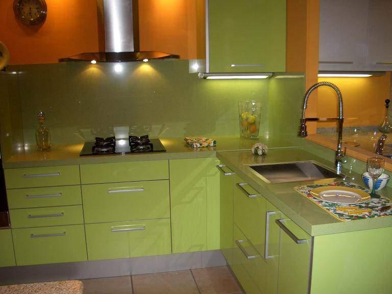 Instalacion de encimeras en cocinas reformas barcelona for Clases de marmoles y granitos