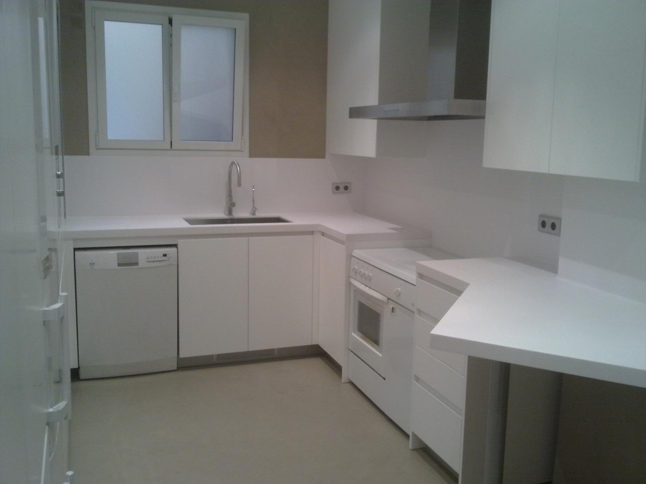 Instalacion de encimeras en cocinas reformas barcelona for Cocinas integrales de concreto pequenas
