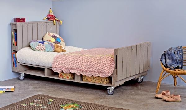 Hacer muebles con palets reformas barcelona for Base de cama hecha con tarimas